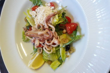 Salata with adriatic calamari
